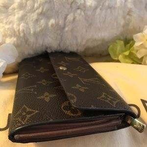 Louis Vuitton Bags - ⭐️AUTHENTIC LOUIS VUITTON SARAH WALLET!⭐️